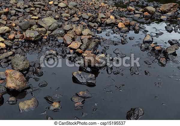 Caída de aceite en la orilla del mar - csp15195537