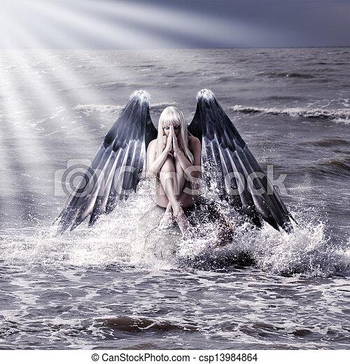 Mujer con alas de ángel oscuro - csp13984864