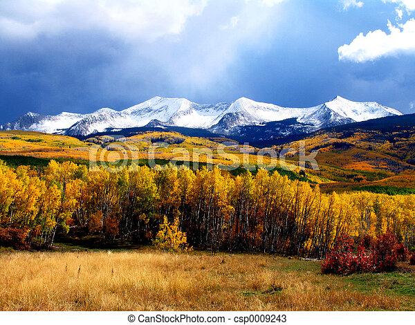 Montaña de otoño - csp0009243