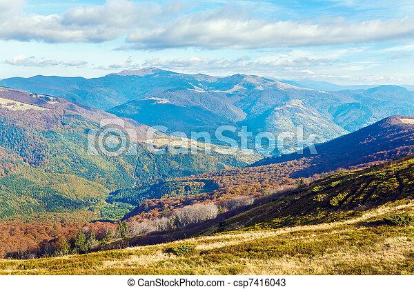 Montañas de otoño y árboles desnudos - csp7416043