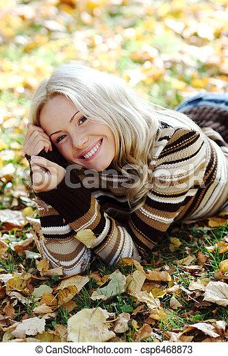otoño, mujer - csp6468873