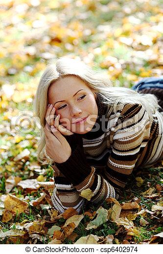 otoño, mujer - csp6402974
