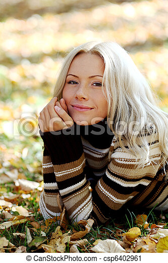 otoño, mujer - csp6402961