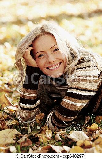 otoño, mujer - csp6402971