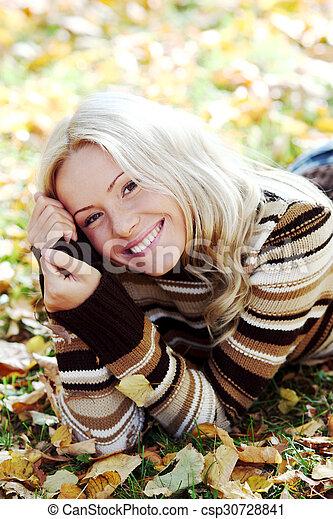 otoño sale, mujer - csp30728841