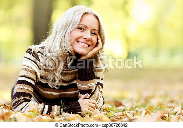 otoño sale, mujer - csp30728842