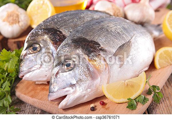 otrzyjcie skórę rybę - csp36761071