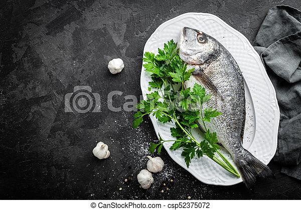 otrzyjcie skórę rybę - csp52375072