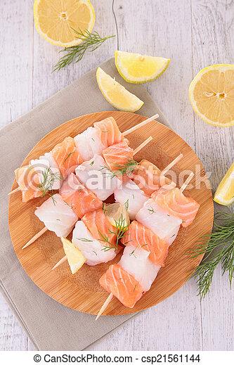 otrzyjcie skórę rybę - csp21561144