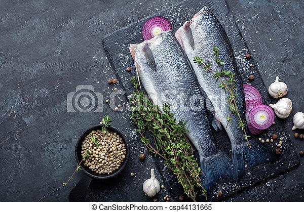 otrzyjcie skórę rybę - csp44131665