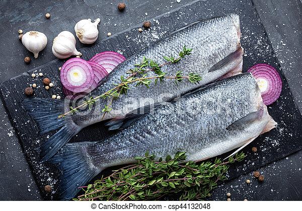 otrzyjcie skórę rybę - csp44132048