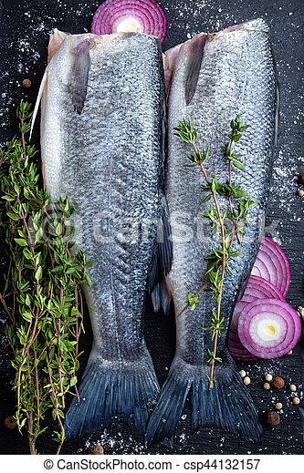 otrzyjcie skórę rybę - csp44132157