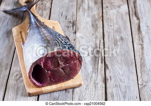otrzyjcie skórę tuna - csp21004562