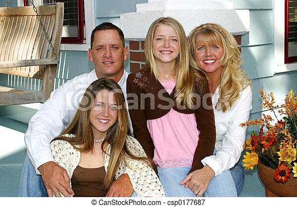 otthon, család, boldog - csp0177687
