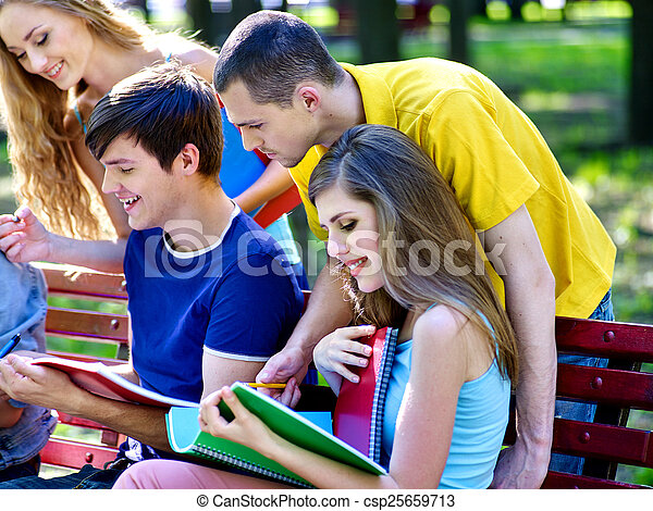 outdoor., ノート, グループ, 学生, ベンチ - csp25659713