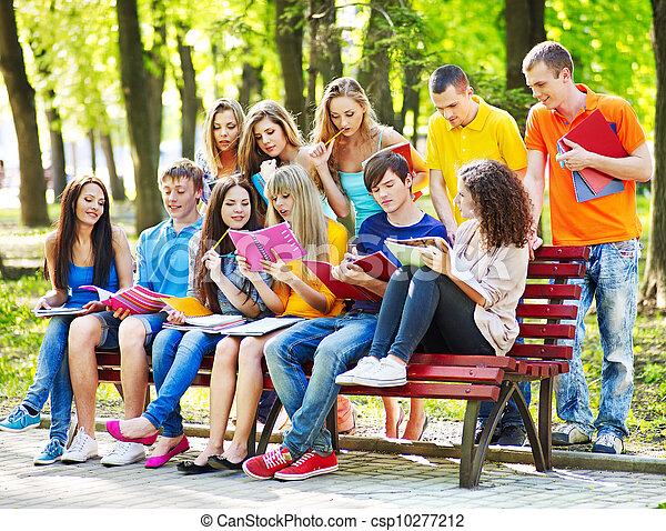 outdoor., livro, grupo, estudante - csp10277212