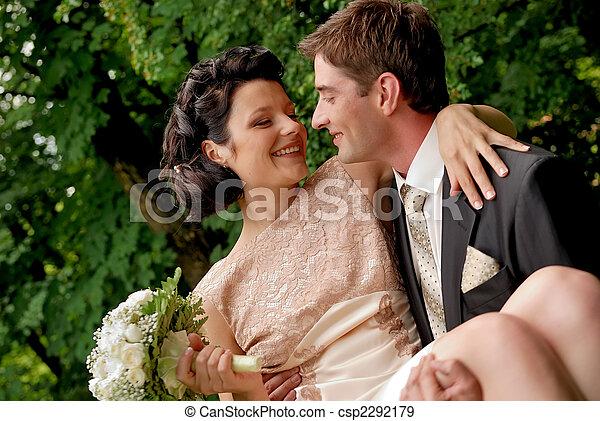 outdoors., frohes ehepaar, lächeln, wedding - csp2292179