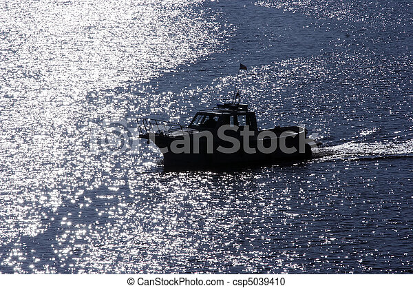 outline of the boat - csp5039410