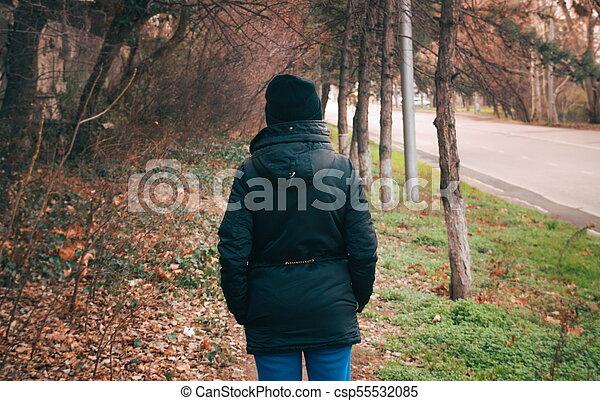 outono, casaco, mulher, parque, chapéu - csp55532085