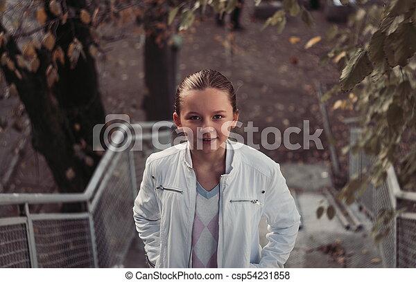outono, menina, parque - csp54231858