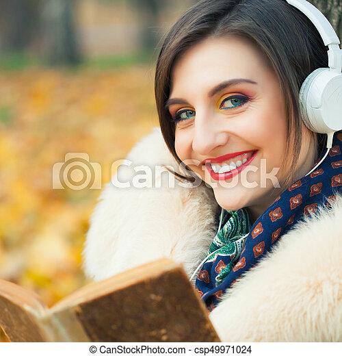 outono, mulher, parque, jovem - csp49971024