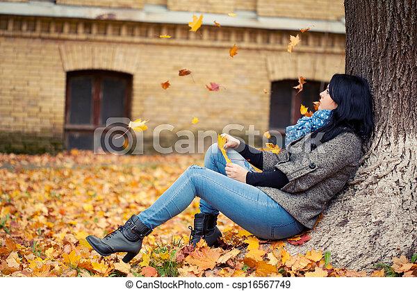 outono, mulher, parque, jovem, bonito - csp16567749