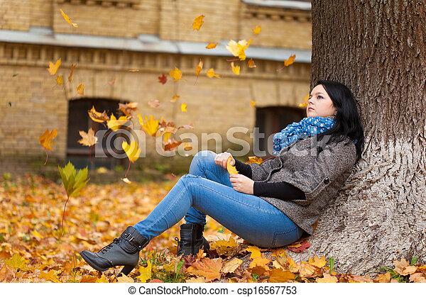 outono, mulher, parque, jovem, bonito - csp16567753