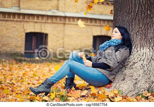 outono, mulher, parque, jovem, bonito - csp16567754