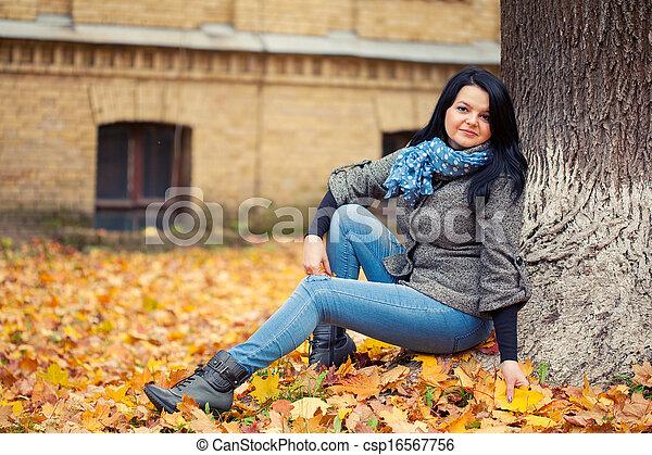 outono, mulher, parque, jovem, bonito - csp16567756