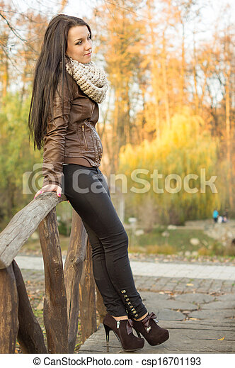 outono, mulher, parque, jovem, bonito - csp16701193