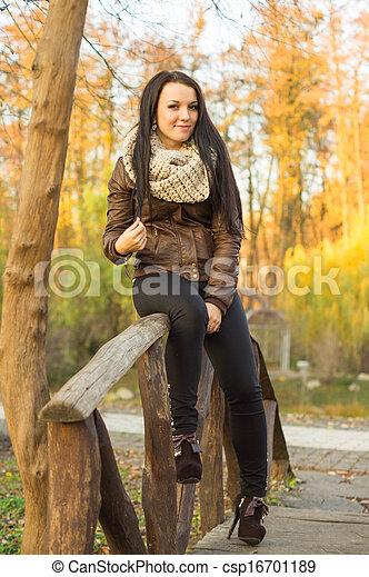 outono, mulher, parque, jovem, bonito - csp16701189