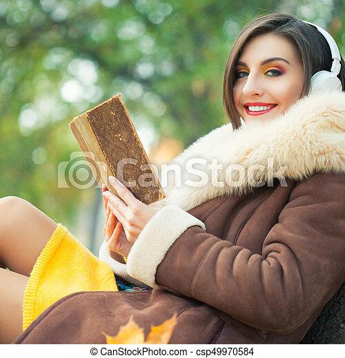 outono, mulher, parque, jovem - csp49970584