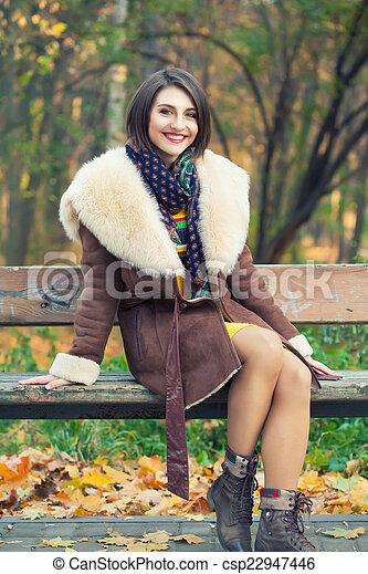 outono, posar, mulher, parque, jovem - csp22947446