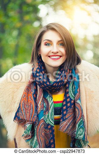 outono, posar, mulher, parque, jovem - csp22947873