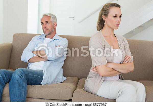 outro, par, sofá, falando, zangado, não, cada, sentando - csp18677957
