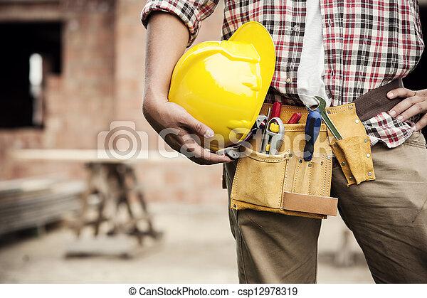 ouvrier construction - csp12978319