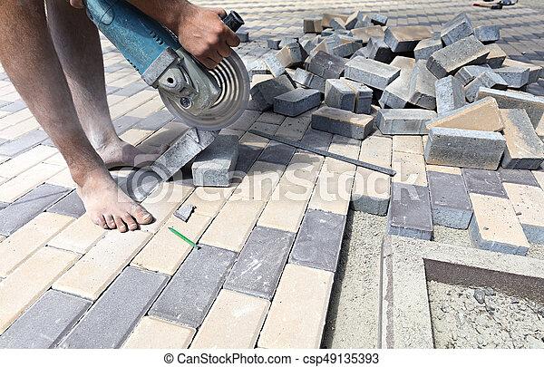 ouvrier, pose, terrasse, coupures, dalles, pavage - csp49135393