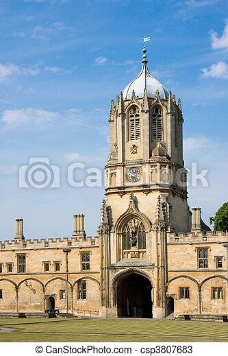 La torre de la iglesia de Cristo, Universidad de Oxford - csp3807683