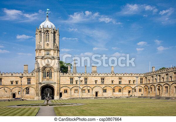 La torre de la iglesia de Cristo, Universidad de Oxford - csp3807664