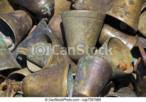 Un juego de campanas oxidadas - csp7367988
