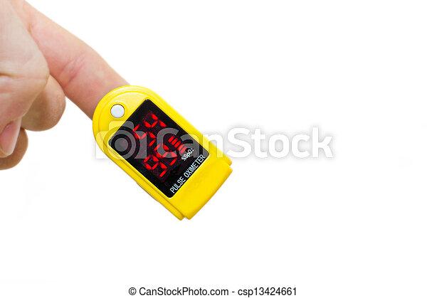 Oximetro de pulso en un dedo de hombre - csp13424661