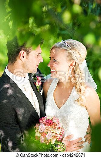 párosít, boldog, esküvő - csp4242671