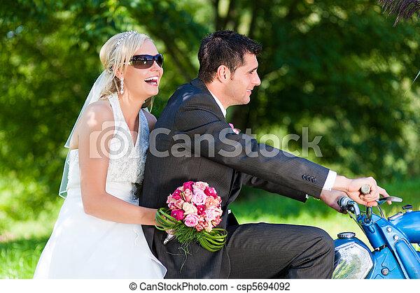 párosít, motorkerékpár, esküvő - csp5694092