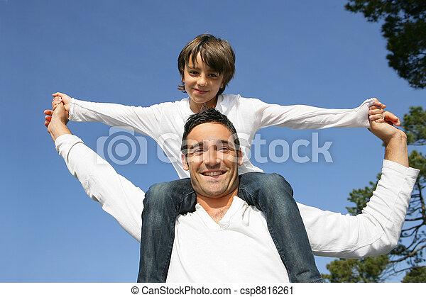 père, équitation, épaules, sien, enfant - csp8816261