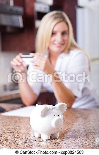 pénz, nő, megmentés, fiatal - csp8824503