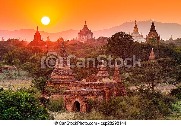 pôr do sol, bagan, bagan, templos, myanmar - csp28298144
