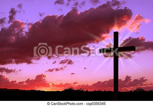 pôr do sol, crucifixos - csp0355345