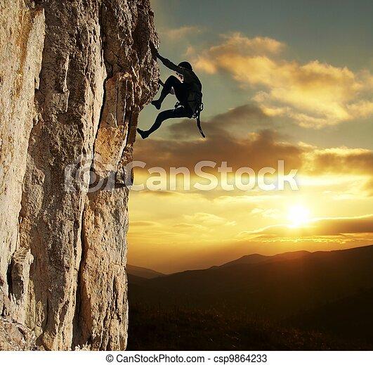 pôr do sol, escalador - csp9864233