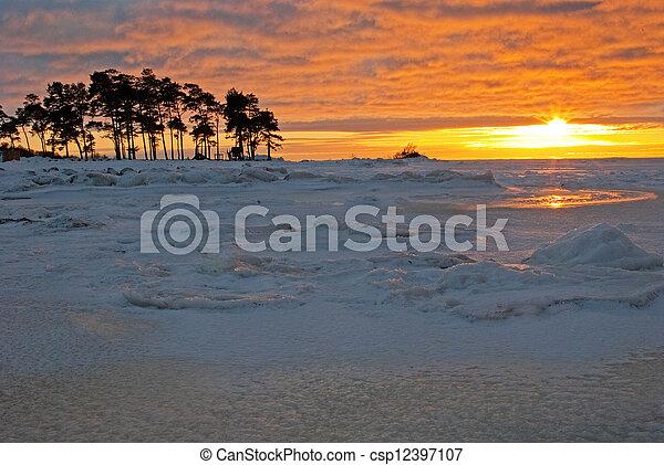 pôr do sol, inverno - csp12397107