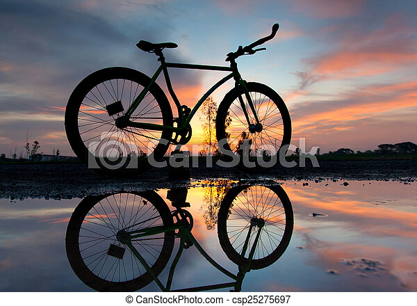 pôr do sol, silueta, bicicleta - csp25275697